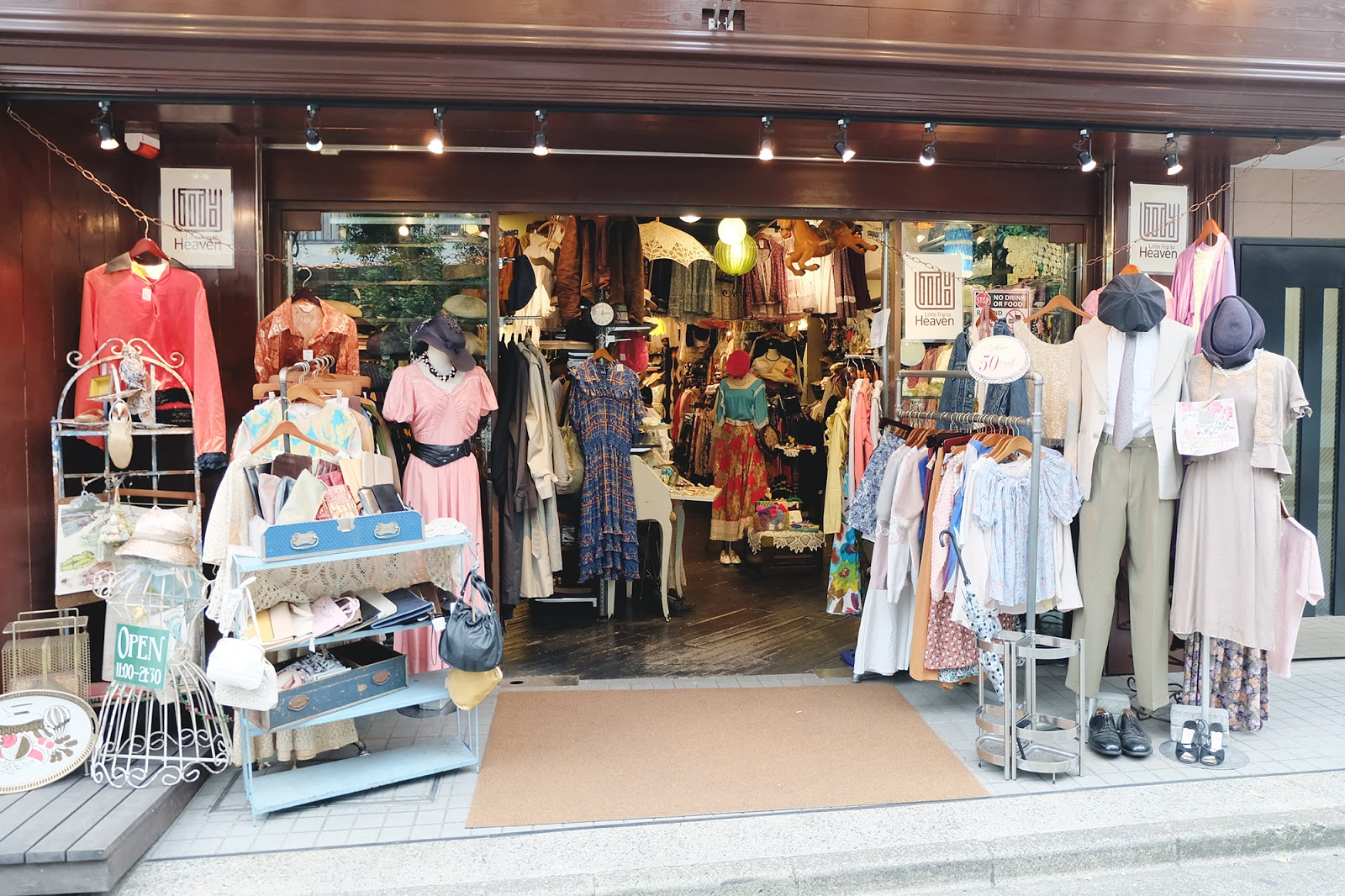 Used Vintage Fashion in Shimokitazawa | www.bigdreamerblog.com