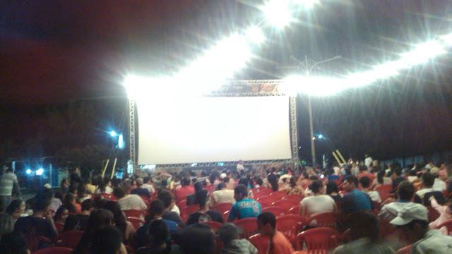 Delmirenses prestigiam a segunda noite do Cine Sesi Cultural em Delmiro Gouveia.