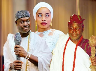 Ooni Ogunwusi and Queen Wuraola with Yemi Elebuibon