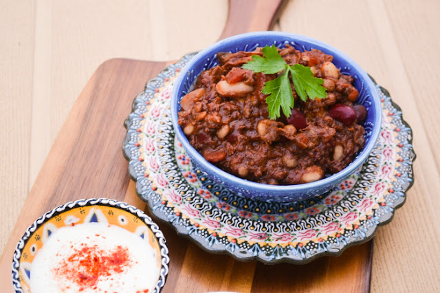 3 bean chocolate chilli vegan tinned tomatoes for Adding chocolate to chilli con carne