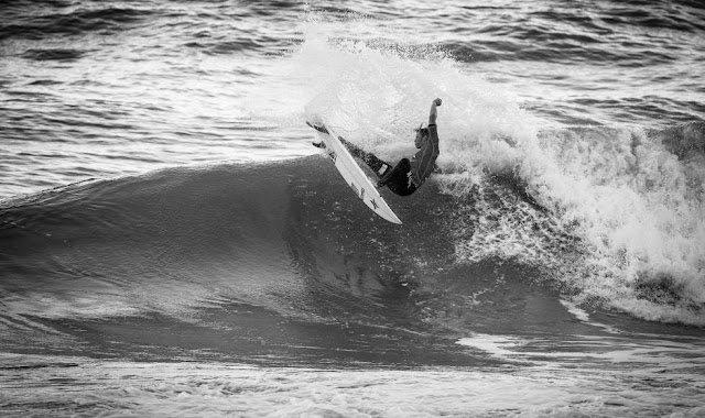 7 2014 Moche Rip Curl Pro Portugal John John Florence HAW Foto ASP Damien%2B Poullenot Aquashot