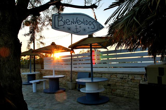 tavoli, bar, alberi, intrattenimento