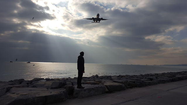Harun İstenci Boeing 777 300-ER tipi Turkish Airlines'ın altında. Ödüllü Kare