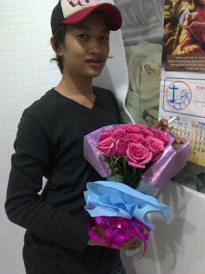hadiah bunga mawar untuk pacar