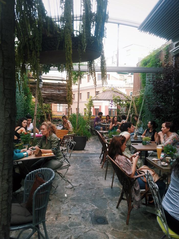 4 amazing rooftop bars in madrid wanderwings for Jardin secreto wine