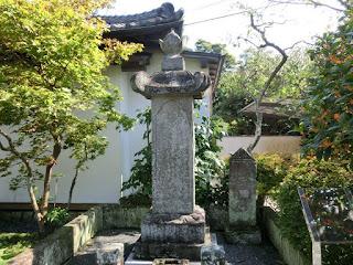 徳川忠長供養塔