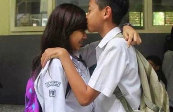 Anak SD Ciuman Bikin Jones Melongo - Gaya Pacaran Kids Jaman Now