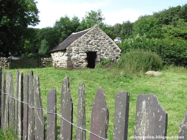 Традиционный коттедж (сельский домик) в музее Сент-Фэгенс, Уэльс