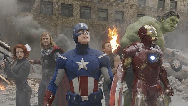 Als Avengers vereint: Black Widow, Thor, Captain America, Hawkeye, Iron Man und Hulk