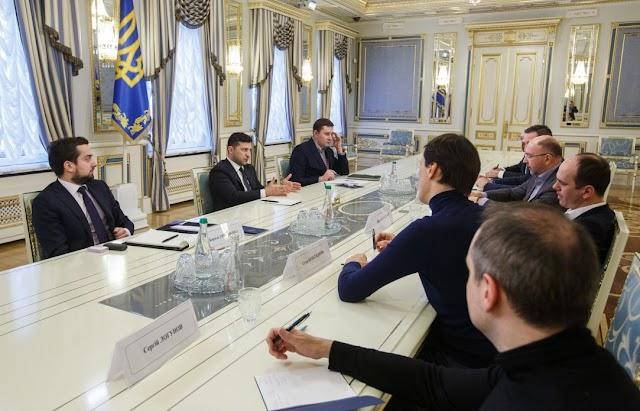 Володимир Зеленський обговорив з керівниками українських телеканалів запуск масштабного освітнього проекту для школярів