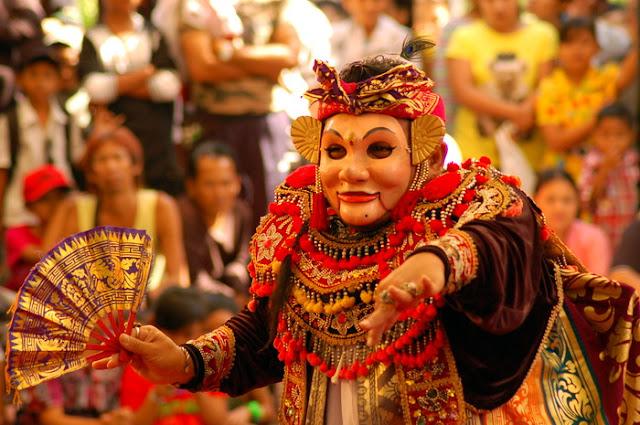 13 Fakta Menarik Tentang Seni Pertunjukan Masyarakat Suku Bangsa Bali