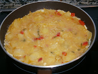 Tortilla de patata y pimientos. (Montadito de patata)