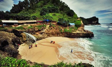Tempat wisata pantai banyu tibo di pacitan