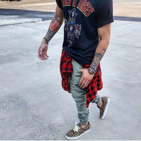 Look Masculino com camiseta de banda