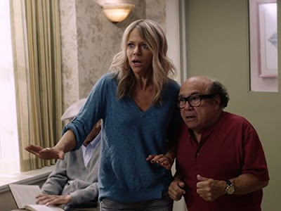 Image of Kaitlin Olson and Danny De Vito in It's Always Sunny in Philadelphia Season 12 (8)