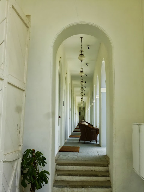 Falaknuma Palace Images: sitting area for hotel guests