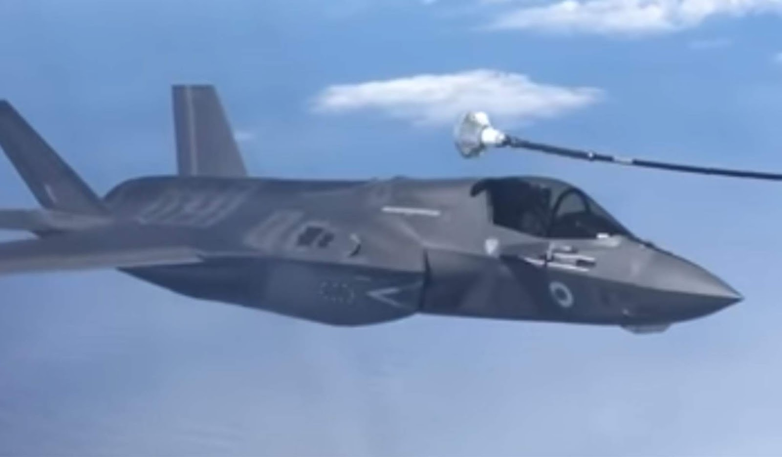 Kegagalan F-35 mengisi bahan bakar di udara di videokan