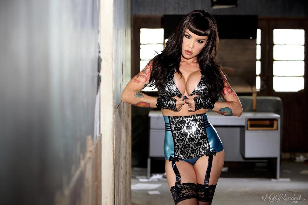 foto model asia bertato punya toket gede bulat pose seksi waktu pemotretan,cewek seksi betato pakai stocking lagi pamer payudara gede dan tubuh yahuutnya