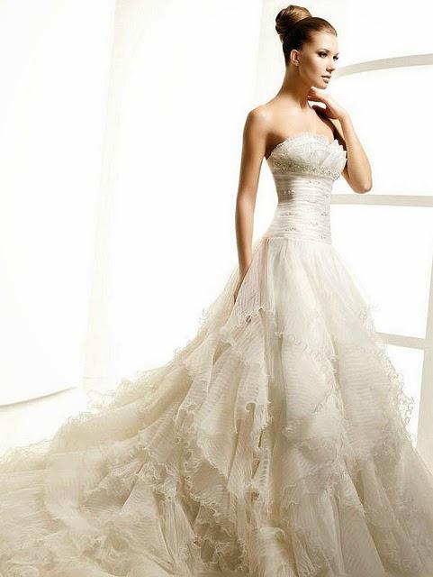 gaun pengantin putih ekor panjang