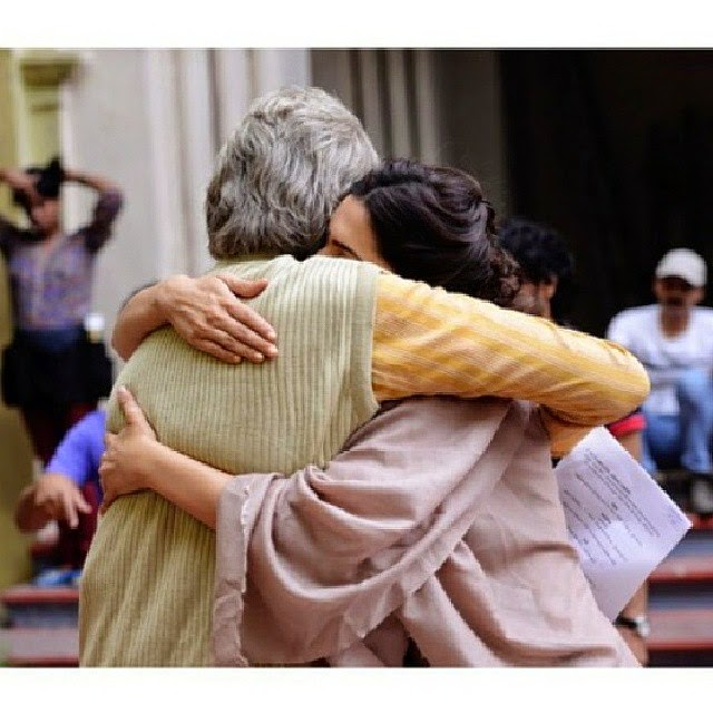 my queen... deepika padukone , amitabh bachchan , piku , hug ,, Deepika Padukone Piku Movie On Location Pics with Amitabh Bachchan