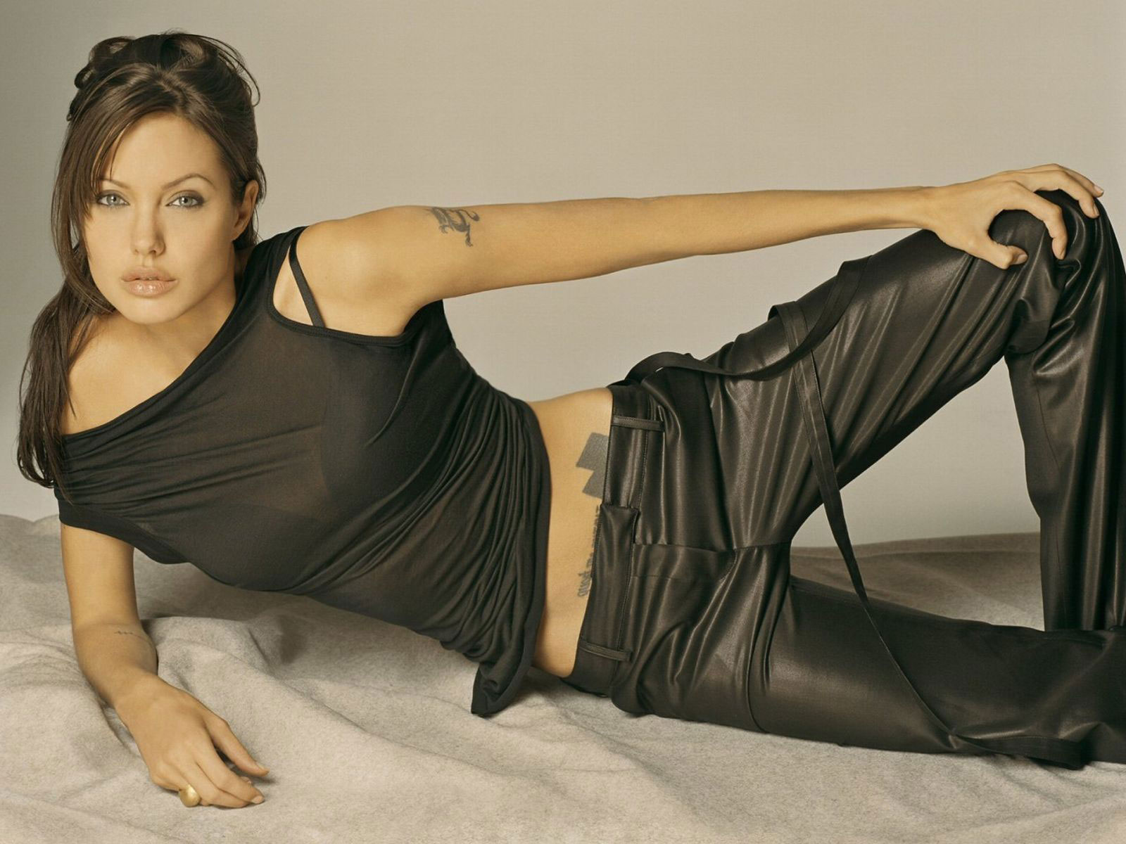 Angelina Jolie sleeping beds- Hot actress bold pics sexy images of hollywood seducing celebrity