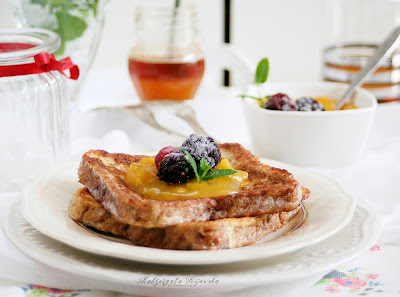 słodkie tosty, śniadanie niedzielne, jak zrobić tosty francuskie, z czego robi się francuskie tosty