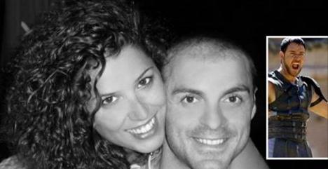 Quelques mois après avoir perdu sa compagne, il change sa photo de profil en