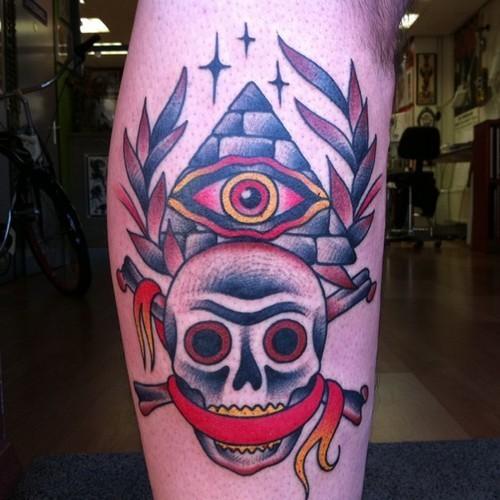 Tatuaje de Pirámide estilo Old School