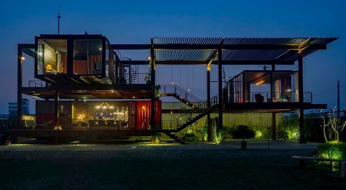 01-View-Architecture-with-Recycled-Shipping-Containers-www-designstack-co