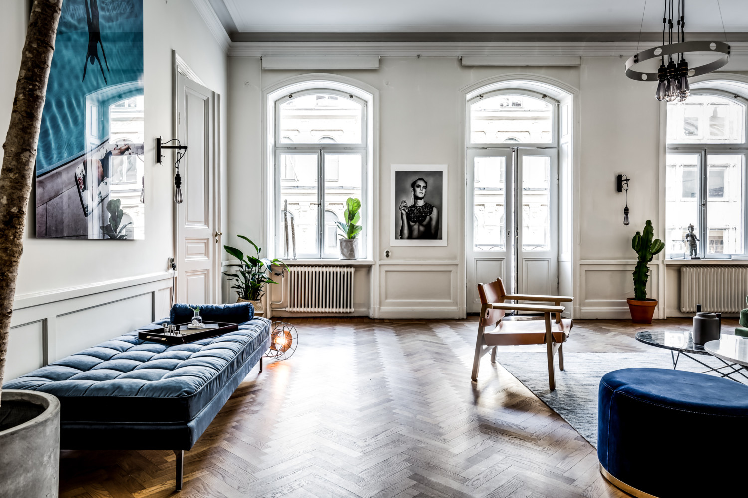large scandinavian apartment, bohemian style living, eclectic apartment design, mid century furniture, double doors, daybed, interior design