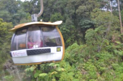 Kereta gantung menuju genting High Land Tukang Jalan Jajan