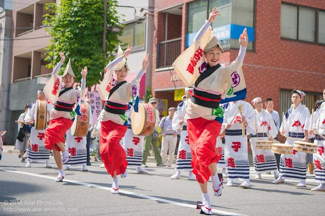 江戸っ子連、女踊り、マロニエ祭り流し踊り中の演舞開始時の写真