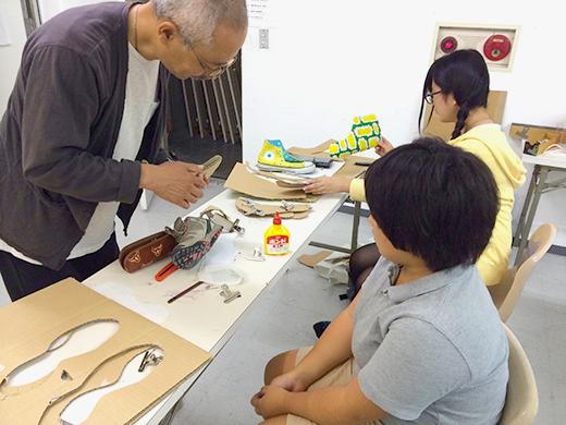 横浜美術学院の中学生教室 美術クラブ 「紙でつくる靴」パーツの制作2