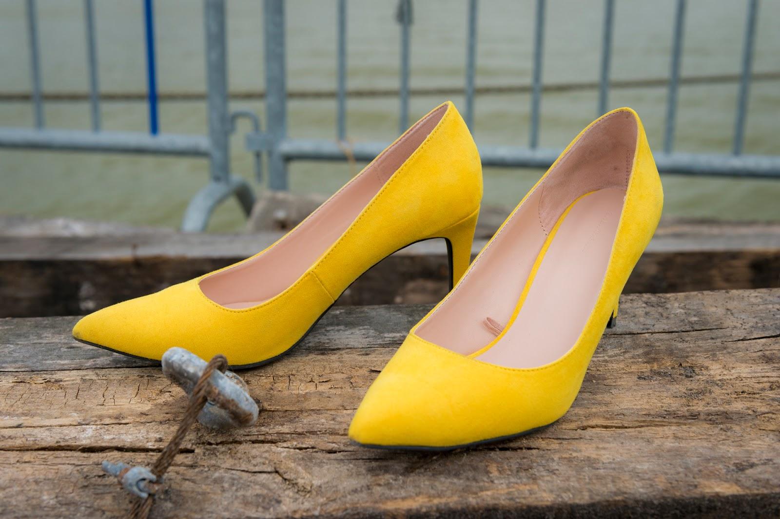d442913f578b Look urban chic   jean girlfriend   escarpins jaunes