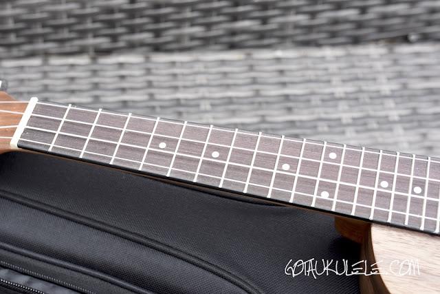 Tanglewood TWT13E Ukulele fingerboard