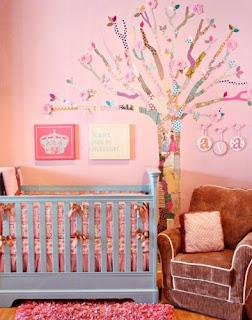 cuarto bebé niña rosa