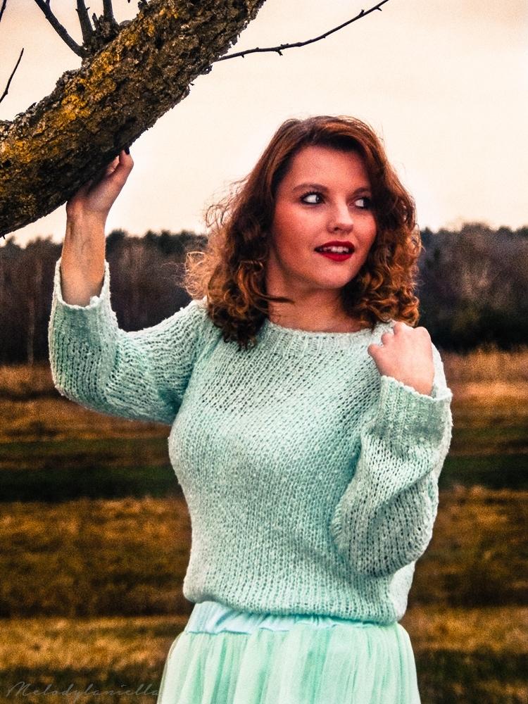 pudrowa mietowa sukienka sweterek mietowy dresslink clothes style taylor swift model photoshot fashionist moda fashion style look