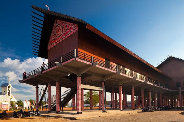 Rumah Betang Radakng Wisata Rumah Adat Paling Besar Di Indonesia