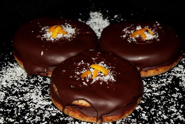 http://www.caietulcuretete.com/2013/11/islere-cu-crema-de-ciocolata.html