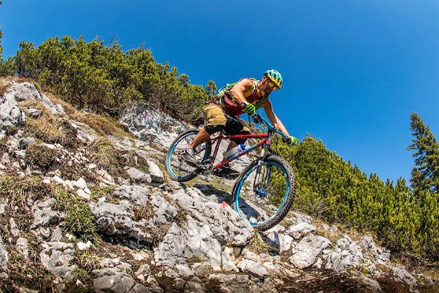 Technik beim Mountainbiken befahren von S4 Trails