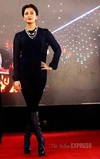 Aishwarya Rocking Style On Stage