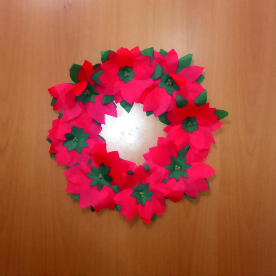Corona navide a con flores de papel manualidades forja ideas - Manualidades con papel navidenas ...