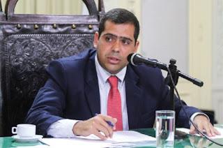 http://vnoticia.com.br/noticia/2038-alerj-aprova-projeto-que-garante-prerrogativa-dos-advogados