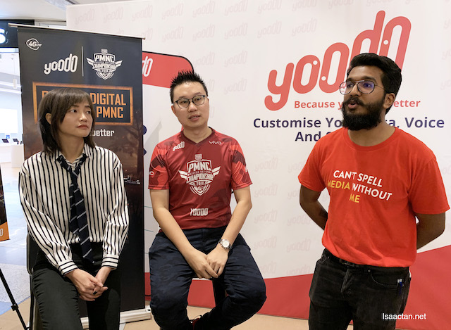 Gaga Li, PUBG MOBILE Country Manager and Chow Tuck Mun, Head of Yoodo