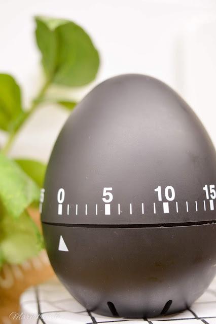 mustavalkoista munakello