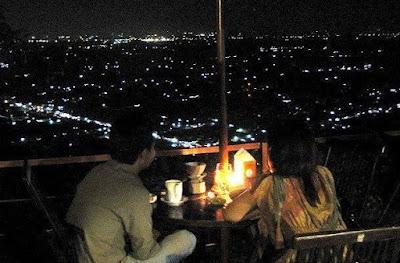 Bukit Bintang, pada malam hari menikmati wisata tentunya sangat pas sekali di nukit ini