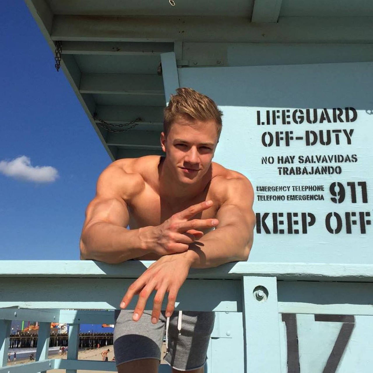 sexy-male-lifeguard-summer-beach-body