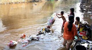Budaya Nyampah Membudaya di Indonesia, Berikut ini 9 Alasan Mereka !
