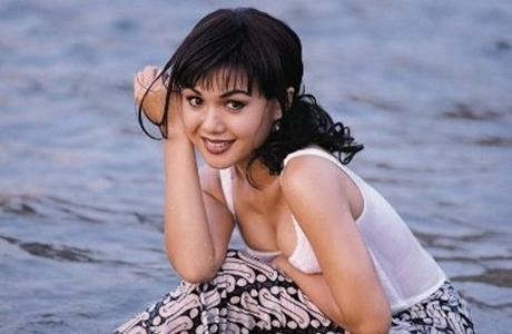 Yuni Shara Ultah ke-45, Netizen : Awet Banget
