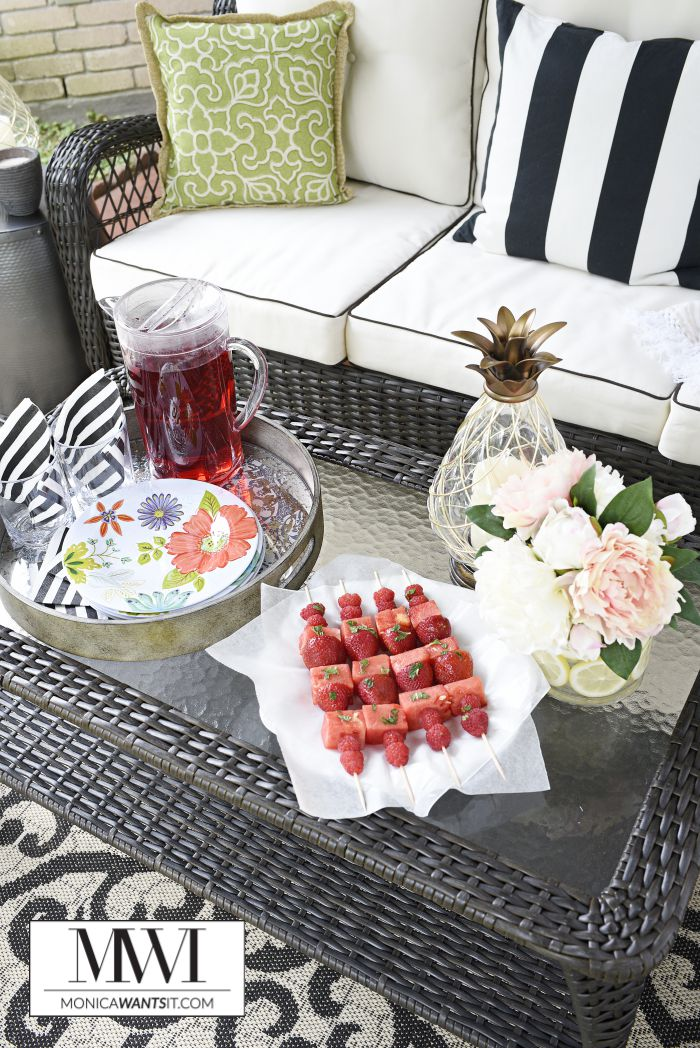 This outdoor patio makeover is beautiful and features great tips and ideas for updating your backyard patio or deck.